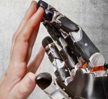 mani-hitech-come-protesi