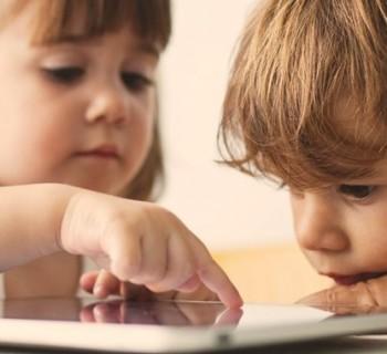 bambini-tablet-smartphone-sviluppo