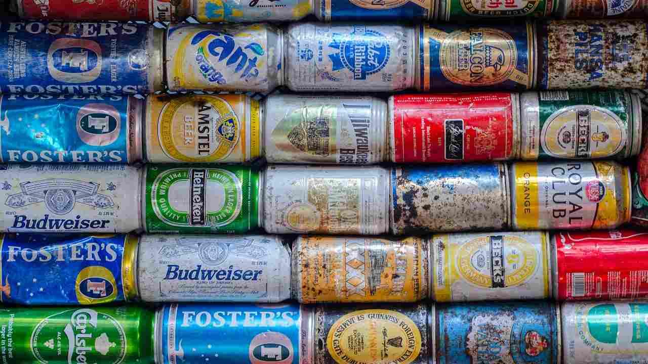 Bevete tanta birra in lattina? Attenti al morbo di Alzheimer