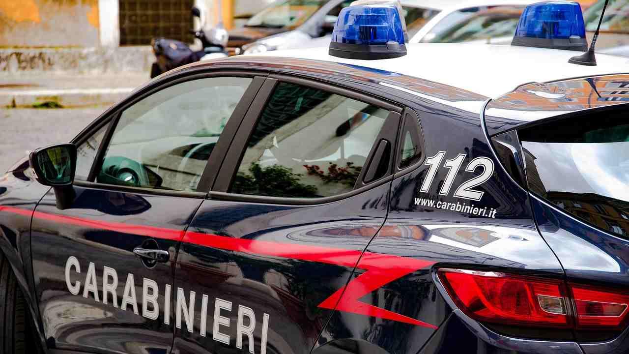 Covid-19, Carabinieri multano poliziotti senza mascherina in un bar