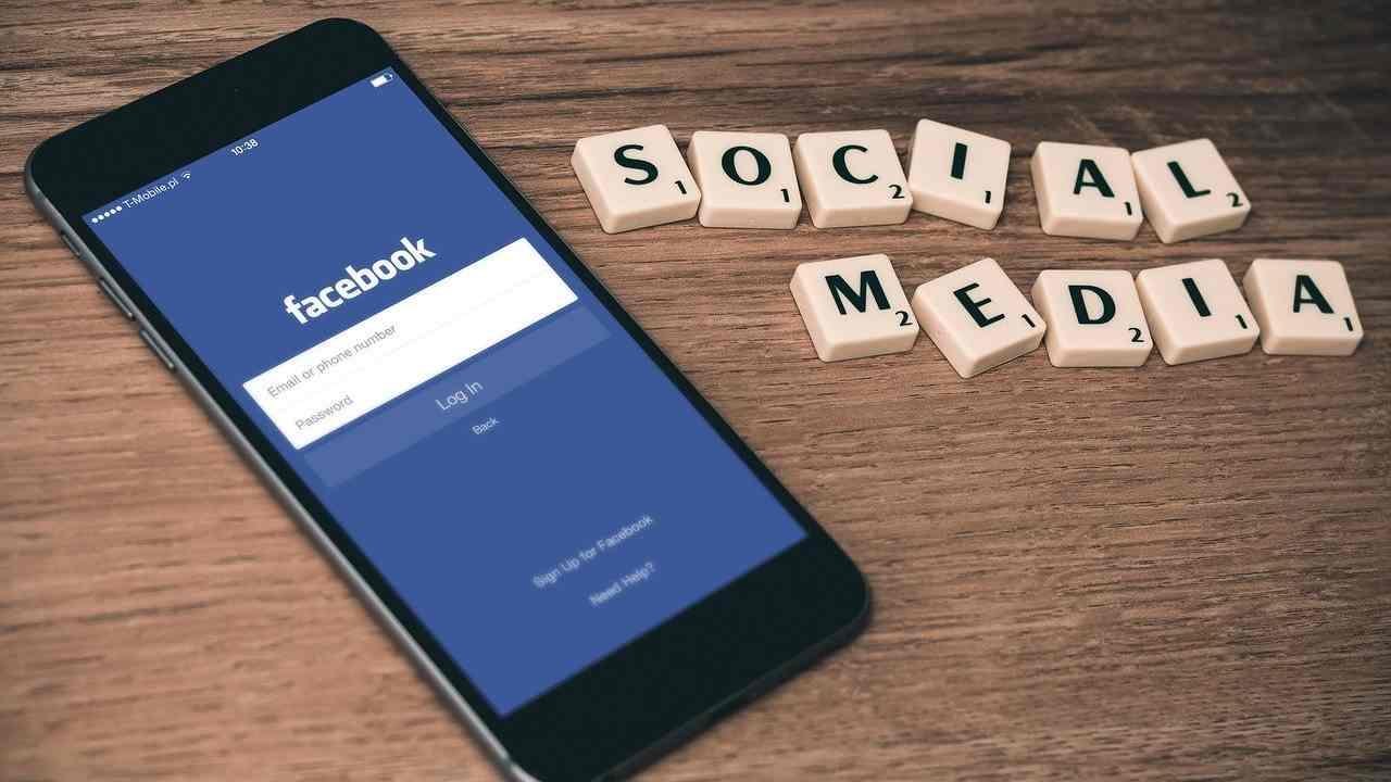 Facebook costretta a chiudere gruppi truffa di fake review