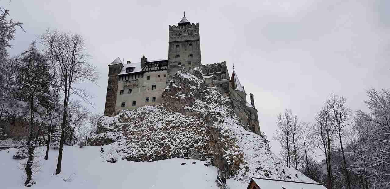 Castello Dracula con neve