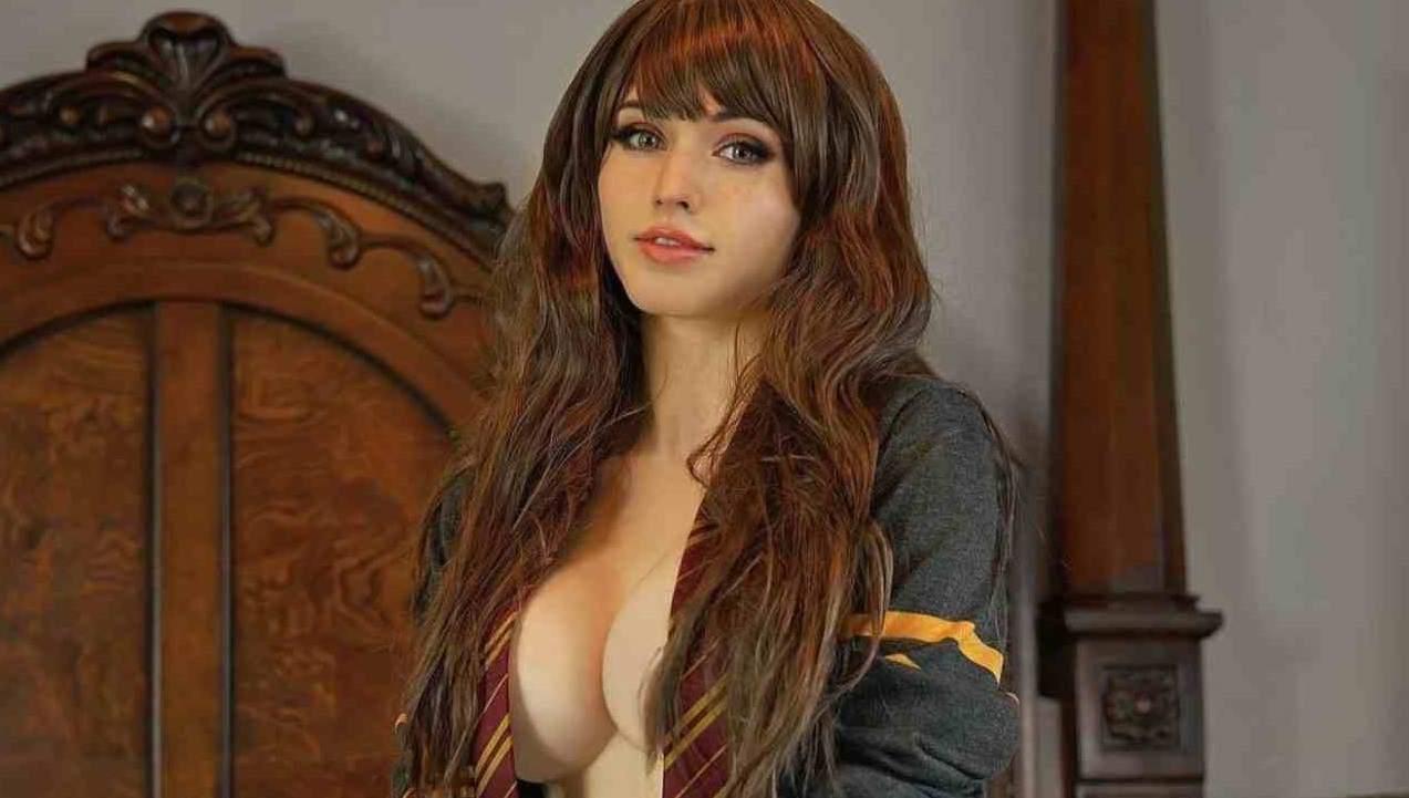 Kaitlyn Amouranth Siragusa hot tube