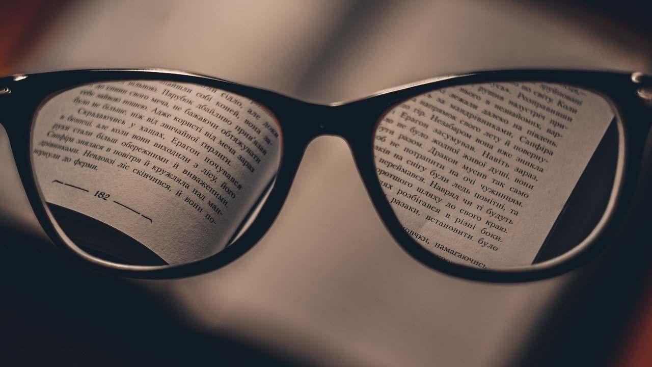 Giocare sullo smartphone aumenta la miopia lo studio